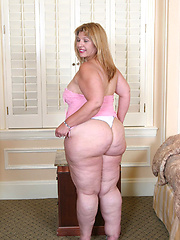 Mature BBW has enormous ass that ripples as she rides cock