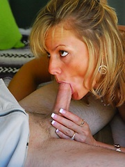 Hot housewife gives a good cock ride!