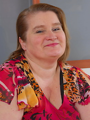 Chubby mature Amelia loves to fuck and suck cock
