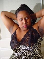 Ebony mature puts sex toy into own wet vagina