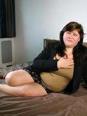 Chubby slut gets horny