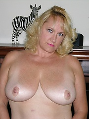 German Mature Frau MILF Spreads Her Fat Ass Apart