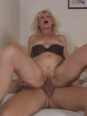 Blonde mature woman likes young cock