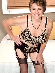 Wild mature woman Bea Cummins sucks and fucks