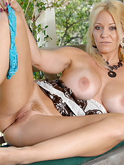 Hot mom shows off her succulent trimmed pussy