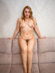 Hot mom with a big round booty shows off her soft furry twat