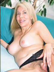 Older hairy babe gets fucked in her bushy butthole!
