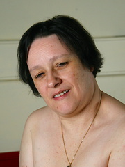 Chubby mature lady playing with herself