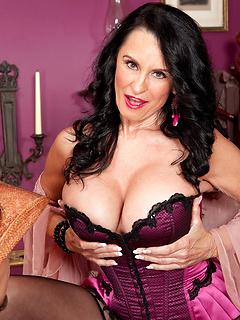 mature model Rita Daniels